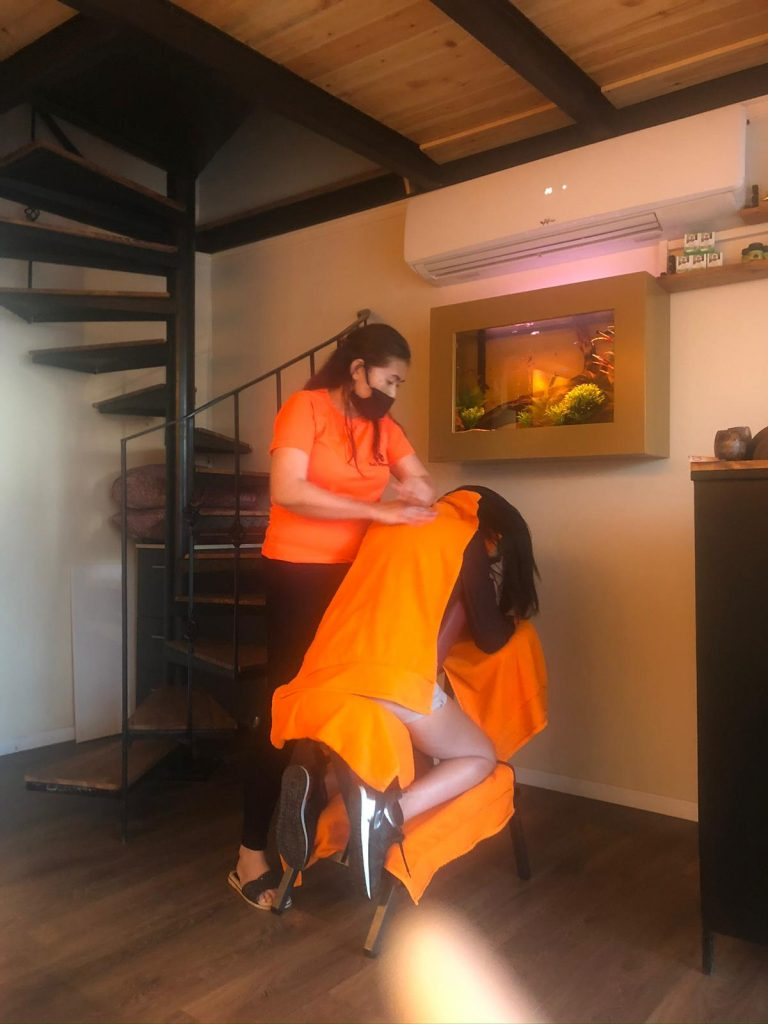 עיסוי צוואר גב כתפיים תאילנדי